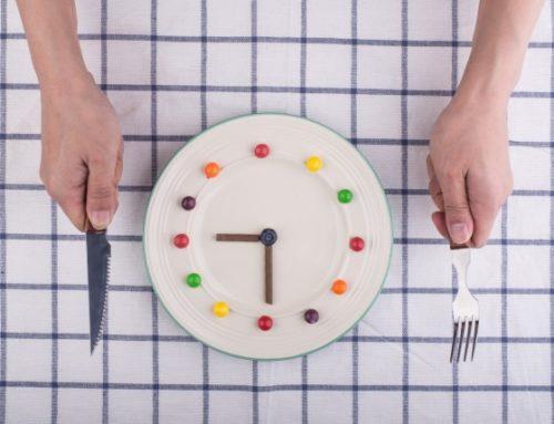 Erros para emagrecer 6 e 7 – Pular refeições e exagerar nas atividades físicas