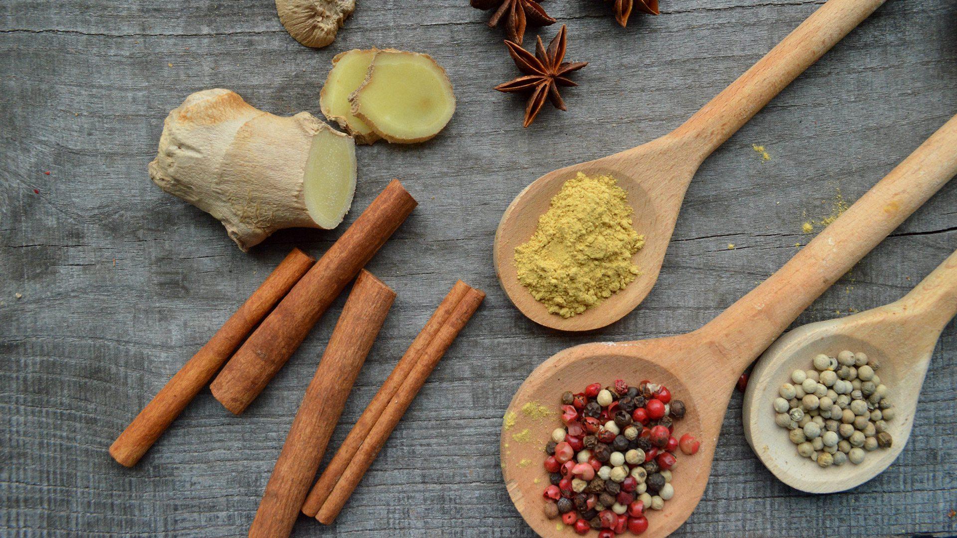 O que ingerir para acelerar o metabolismo?Nutricionista Aline Lamarco dá dicas de alguns alimentos termogênicos que favorecem na perda de peso.