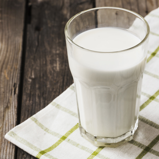 Descubra se beber leite faz bem ou se faz mal. Nutricionista Aline Lamarco explica sobre essa polêmica. Nutricionista Alphaville.
